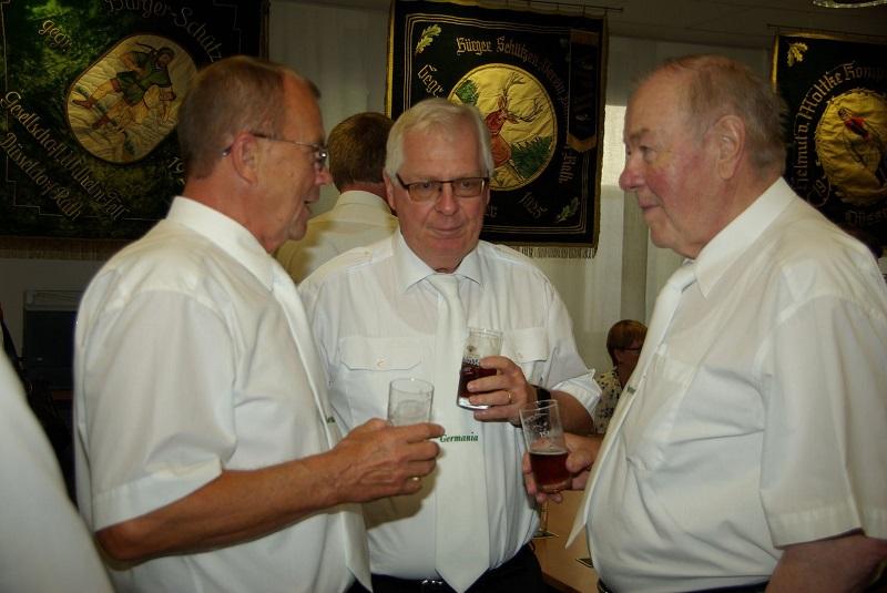 Gerhard Peters mit seinen Kameraden1